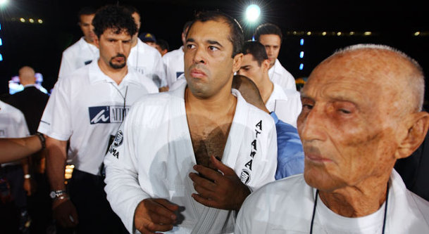 Cqp royce gracie royce entering a stadium alongside his brothers and his father helio altavistaventures Images