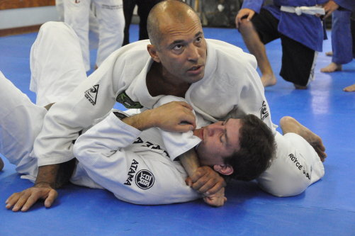 Cqp royce gracie royce instructing students during one of his seminars altavistaventures Images