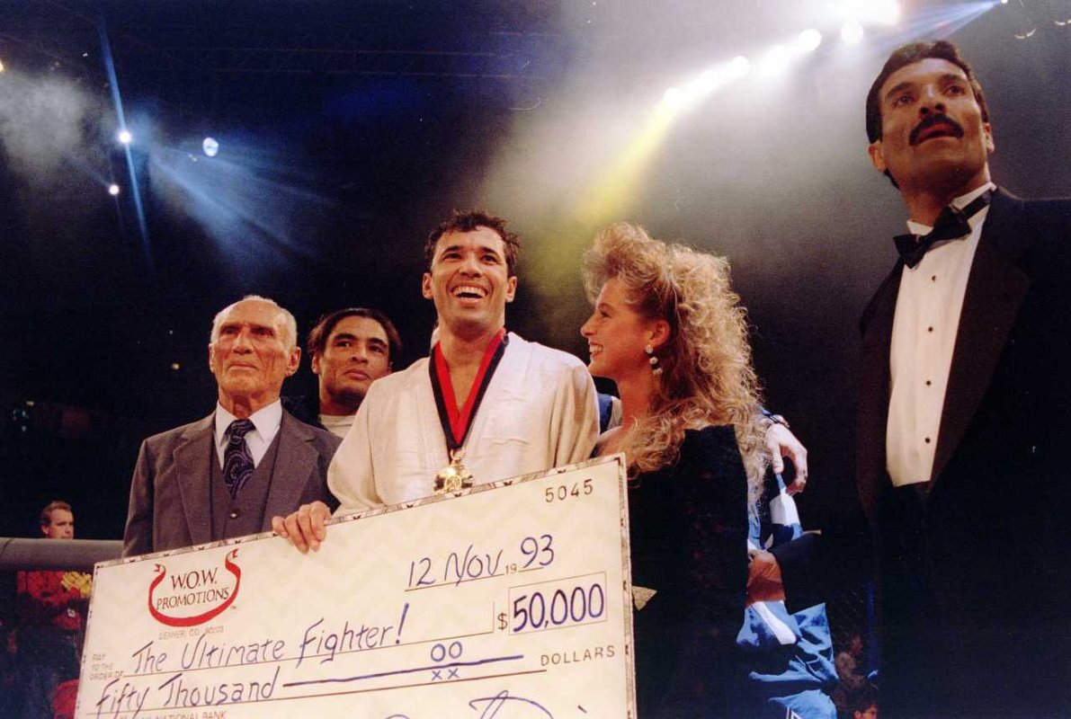 Cqp royce gracie royce with his father helio and brother rorion far right after his victory in ufc 1 photo by markus boeschgetty images thecheapjerseys Image collections